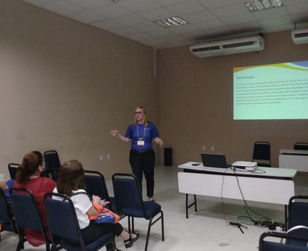 Michelle Pinheiro em apresentação oral no Espaço do Conhecimento