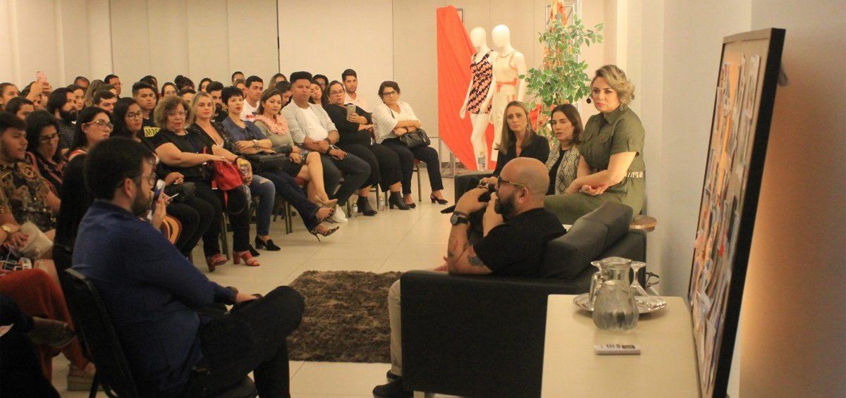 Talk show no Senac Caruaru 1º Showroom Móvel de Malhas e Tecidos do Brasil