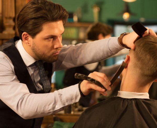 Curso de barbeiro no Senac do Paulista