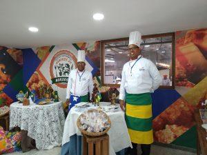Os chefs do Senac Sergipe, Frederico de Souza e Samuel Davi apresentaram as iguarias do seu Estado.