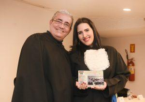 O patrono Antônio Machado e a oradora da turma de Gastronomia da manhã, verônica Seabra