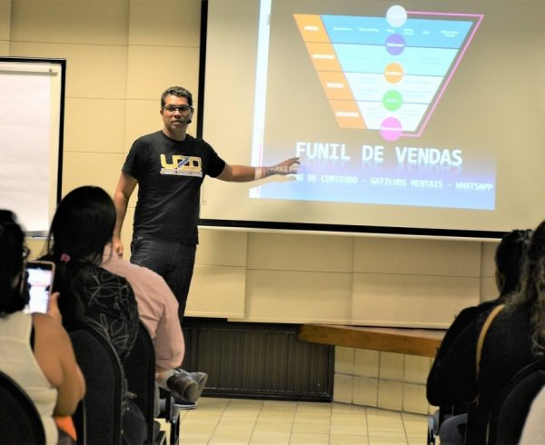 Marketing digital como ferramenta de divulgação para serviços de imagem pessoal
