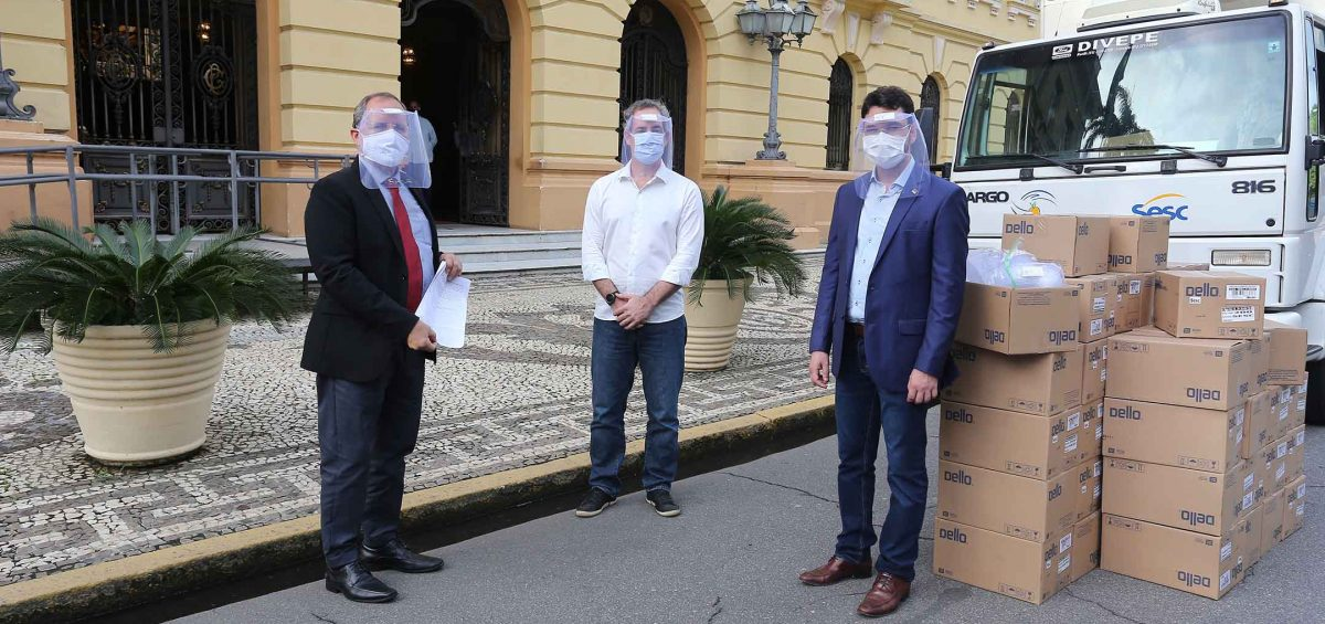 Governo de Pernambuco recebe 10 mil protetores faciais do Sistema Fecomércio Sesc SenacPE